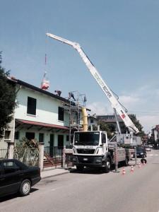 gru-edilizia-autogru-lavorazione-tetto
